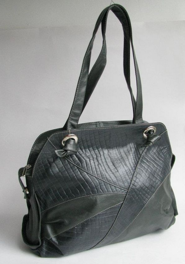 STYLE LAURA. MATERIAL 100% LEATHER, TEXTILE LINING.