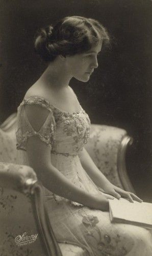 An Edwardian Lady. Circa 1900. Beautiful!!!