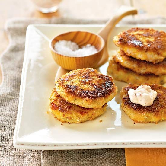 These mashed potato patties are a great little appetizer. This is an easy 30 minute recipe and you can use leftover mashed potatoes that you have! Make these patties with tapenade cream to add extra flavor and creaminess.