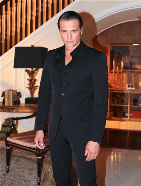 """#JuanSoler guapísimo en el set de la telenovela """"Reina de corazones"""". http://on-msn.com/1rUL4Qn"""