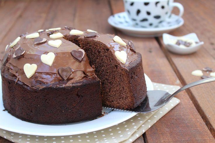 Torta 5 minuti SENZA UOVA alla nutella, priva di grassi, soffice e golosa. Una torta ottima per la prima colazione e non solo.