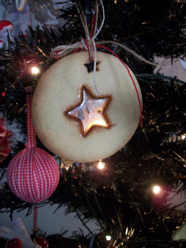 Cookie navideña con centro de caramelo