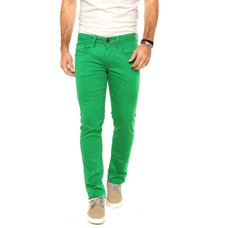 Calça Sarja Colcci Slim Alex Verde, com design clean, cinco bolsos, cinco…