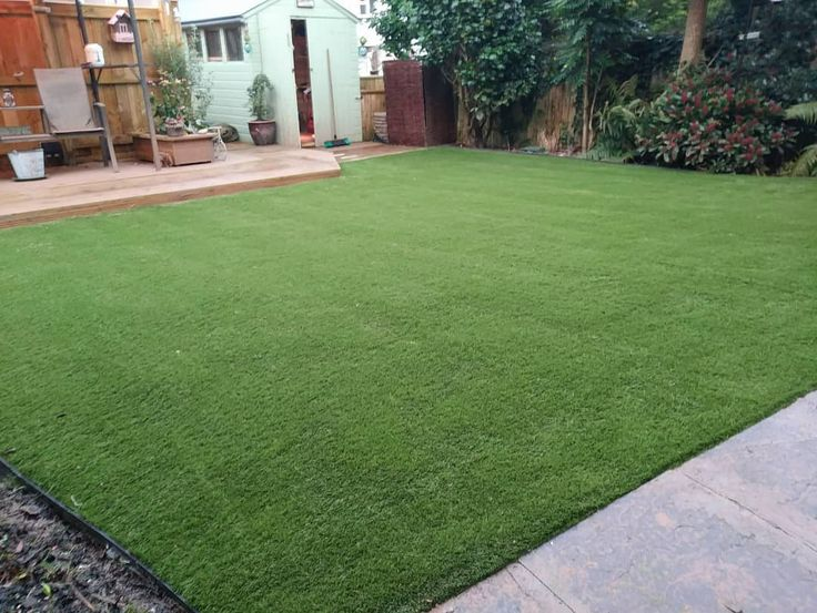Another Easigrass installation finished last week. Theres nothing more satisfying than seeing your team go above and beyond in these weather conditions weve had recently. This looks amazing. #easigrassuk #easigrass #cornwall #artificiallawn #artificialgrass #gardens #landscaping #astroturf #ateam