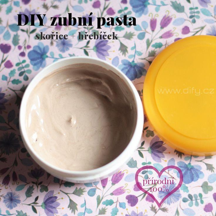 Recept na přírodní zubní pastu z jílu s hřebíčkem a skořicí (recepty na přírodní DIY kosmetiku)
