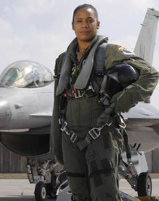 AAReports: Shawna Rochelle Kimbrell first black female fighter pilot.
