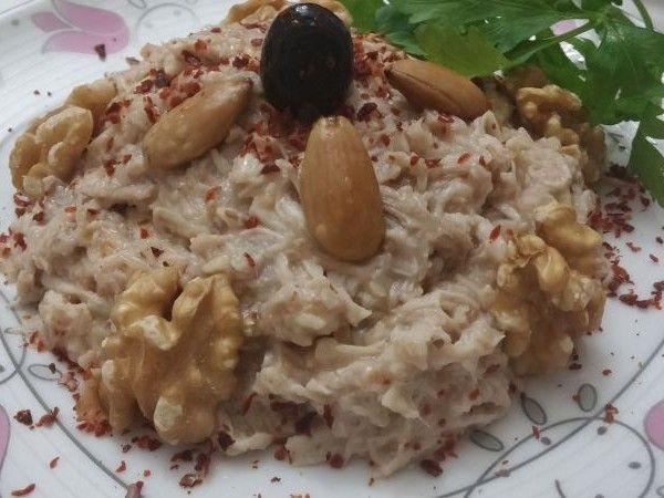 Osmanlı mutfağının vazgeçilmez mezelerinden Çerkez tavuğunu bir de Mezeci Zeynep'ten deneyin