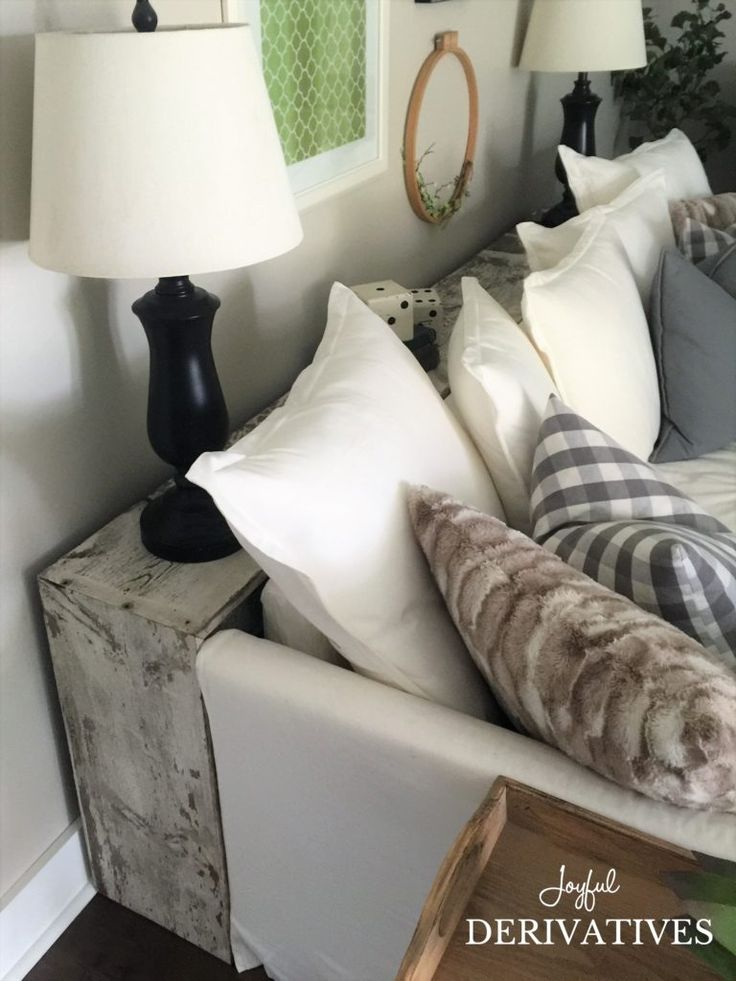 DIY Reclaimed Wood Sofa Table Tutorial / Table Behind Couch / Decorating Table Between Sofa and Wall