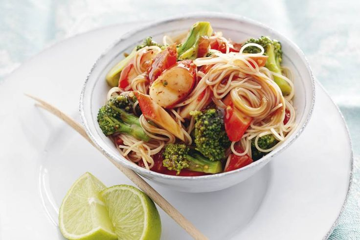 Mihoen met surimi en broccoli - Recept - Allerhande