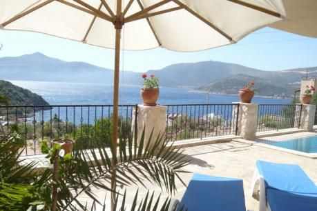 Villa Amare  Villa Amare is een moderne grote villa met smaakvolle interieurs gebouwd op een bocht om optimaal te profiteren van een panoramisch en ononderbroken uitzicht op zee en de bergen. Het is gelegen in de rustigere meer gewilde buurt van Kisla op slechts een kilometer afstand van Kalkan. De villa ligt op slechts 200 meter van de turquoise zee en het vriendelijke Kalkan Beach Club waar u een boottaxi kunt nemen over de baai naar Kalkan Harbour met zijn vele restaurants en cafes.' Het…