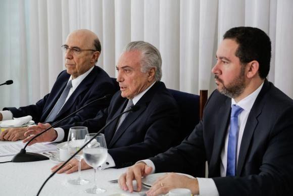 Presidente Michel Temer anuncia redução de juros do cartão de crédito e saques do FGTS
