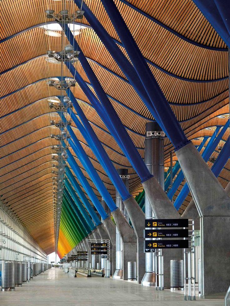EXTERIOR ARCO IRIS DE COLOR Madrid Barajas Airport / RichardRogers