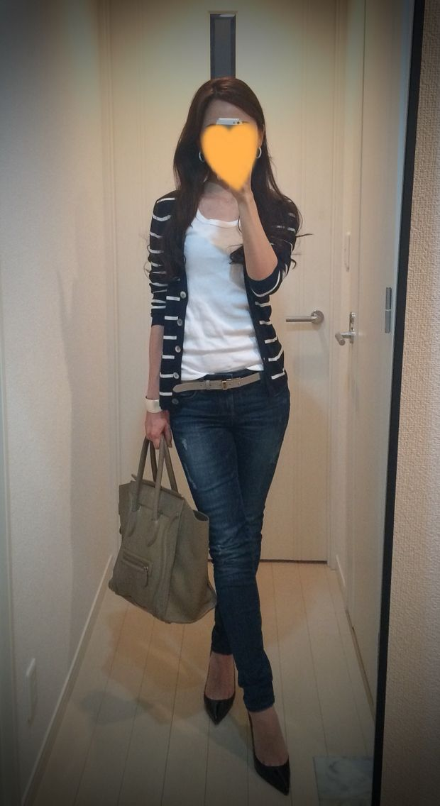 Striped cardigan: United Arrows, White tee: Three dots, Skinny: ZARA, Belt: Tomorrowland, Bag: Celine, Heels: Christian Louboutin