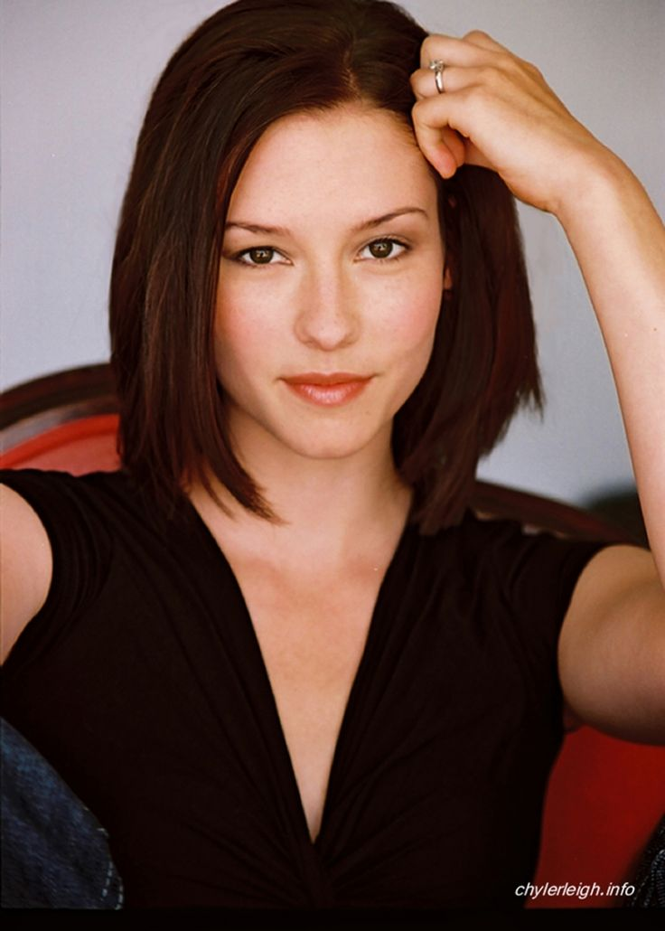 Chyler Leigh] Hey! I\'m Chyler. I\'m 21 and single. I\'m an actress, I ...