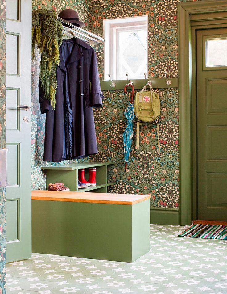 Golvet är själva basen för inredningsstilen du längtar efter. Rosa, rutigt eller hårdvaxoljat – vilket passar dig? Här är tio snygga favoriter.