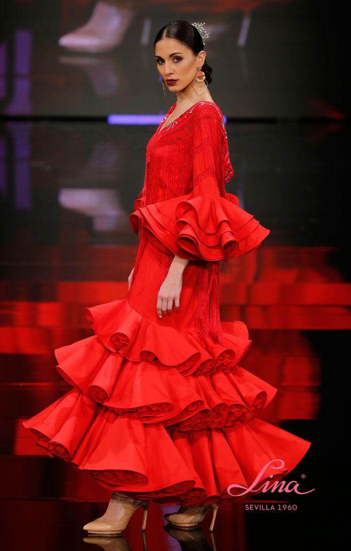 cc1b7a922 Traje de flamenca rojo de popelín, con volantes al codo y de talle ...