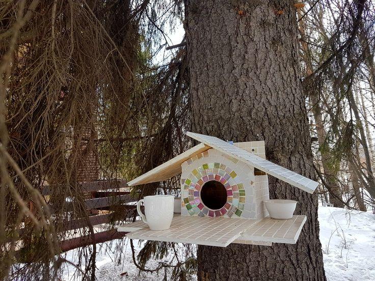 Squirrel's feeder  idea.   Кормушка для белочки.  Украсила мозаикой для водостойкости.