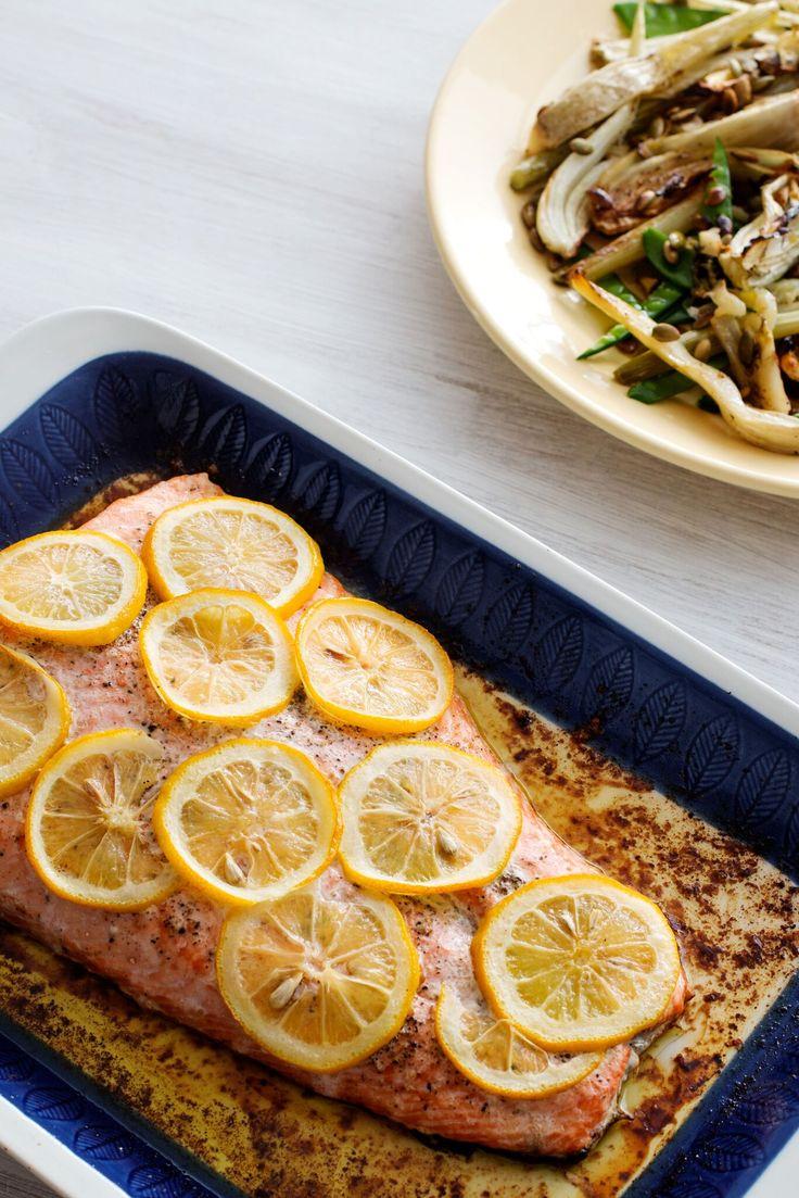Hel laxsida med smak av smör och citron är perfekt när man är många runt matbordet. Till det bjuder du på en rostad fänkålssallad och smält citronsmör.