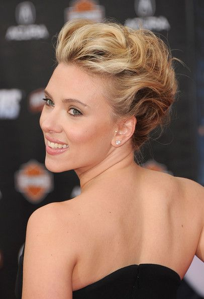 Scarlett Johansson Bobby Pinned updo - Bobby Pinned updo Lookbook - StyleBistro
