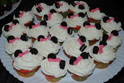Minnie Mouse themed cupcakes for 1st birthday theme