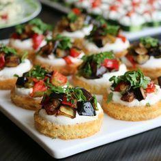 Kahvaltılık Patlıcanlı Kanepe Tost ekmeği Tereyağ Üzeri için: Süzme yoğurt Sarımsak Tuz Kızartma için: Patlıcan,kırmızı biber,yeşil biber Süslemek için: Maydanoz