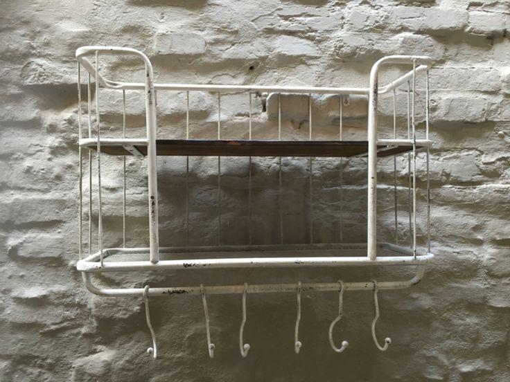 Oud Wit OLS white metalen met houten wandrek 2 legplank 5 haken handdoekenrek schap kapstok landelijk industrieel