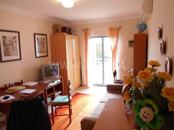 1 bedroom apartment in quiet residential area, with a balcony facing west , with lots of light . Apartment with 1 parking space and storage.  Apartment T1 / Portimão, Portimão / Sale / Ref. 112150053