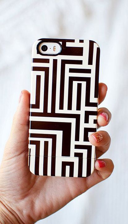 MEANDER black and white linear phone case