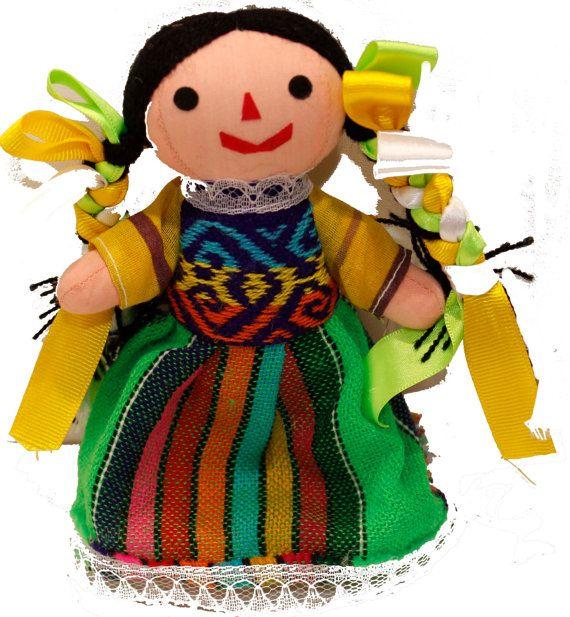 He encontrado este interesante anuncio de Etsy en https://www.etsy.com/es/listing/238456772/mexican-doll-knotted-hair-and-dress