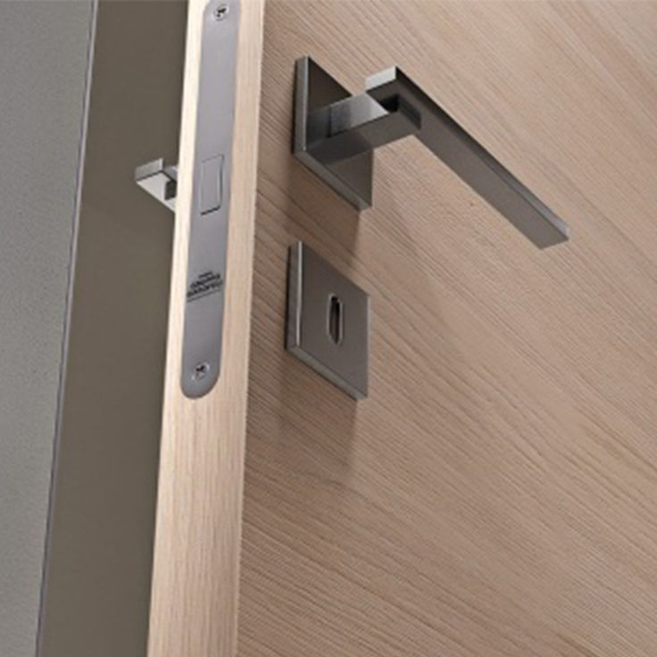 Magnetic latch for interior doors provides Elegance, style and the technology that you were looking for in your interior spaces, it can be combined with all our sophisticated and modern Italian handles.