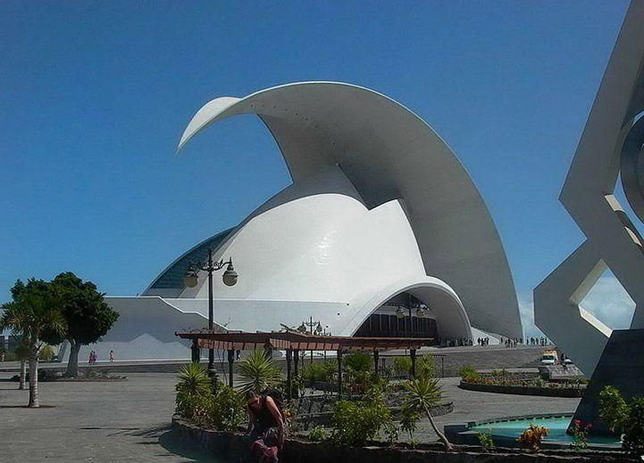 Architecture Buildings Around The World unusual buildings--looks like a roman warrior's helmet