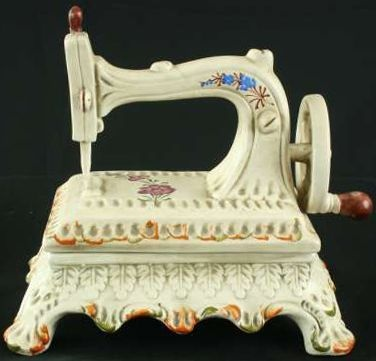 Capodimonte  Lidded Box Sewing Machine.  MAGNIFICENT: