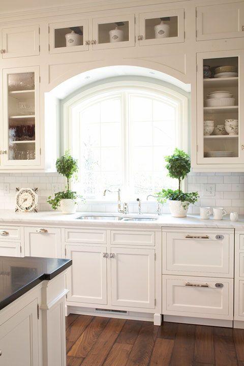 Friday Favorites - White Kitchens - Maison de Cinq