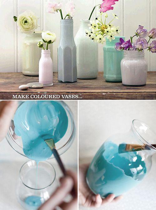 Make your own coloured vases - hoeft niet duur en moeilijk te zijn, bovendien in elke kleur om te vormen die je maar wilt!