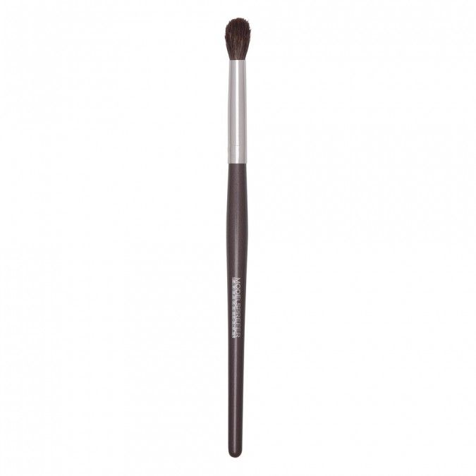 The brush is specially designed to fit into the contours of the eye, making it ideal for application and blending of shadow in thecreases