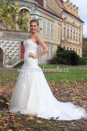 Ivory svatební šaty s vlečkou velikost S 34 - 36. Ceny na www.svatebninella.cz   #svatebníšaty, #bíléšaty, #svatební #šaty, #půjčovnašatů, Svatební studio Nella, Česká Lípa