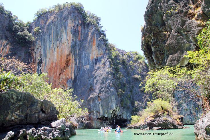 Aktiv durch Thailand - warum nicht mal mit dem Paddelboot unentdeckte Höhlen erforschen... Spaß macht es auf jeden Fall und die Eindrücke bleiben unvergessen!     #thailand #Asien #paddeln #paddelboot #kajak #Meer #höhle #entdecken #entdeckedieschönheit #whataday #farben #felsen #ASIENREISEPROFI #instatraveling #instatravel #abenteuer #adventure #spaß #aktiv #bleibendeerinnerung