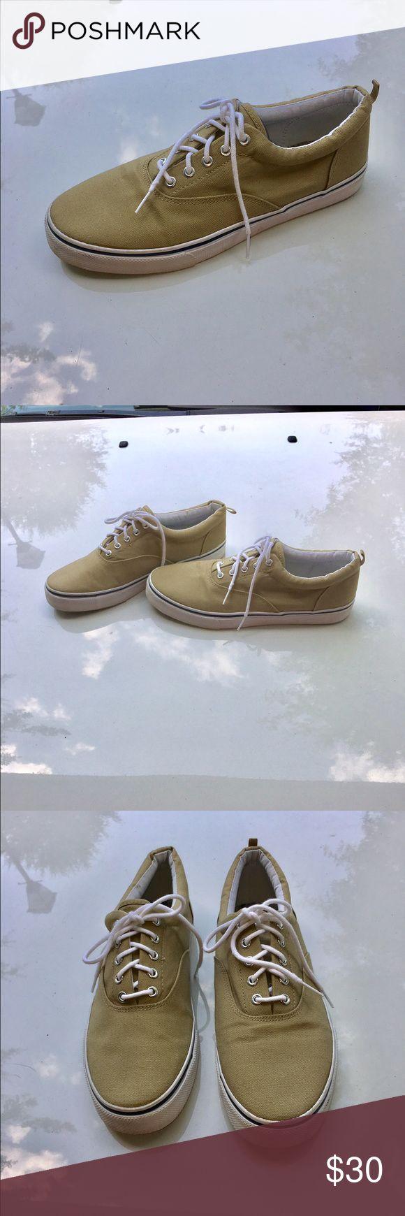 OP BOAT SHOES OP BEIGE BOAT SHOES WORN COUPLE TIMES... MEN SIZE 11 Shoes Boat Shoes
