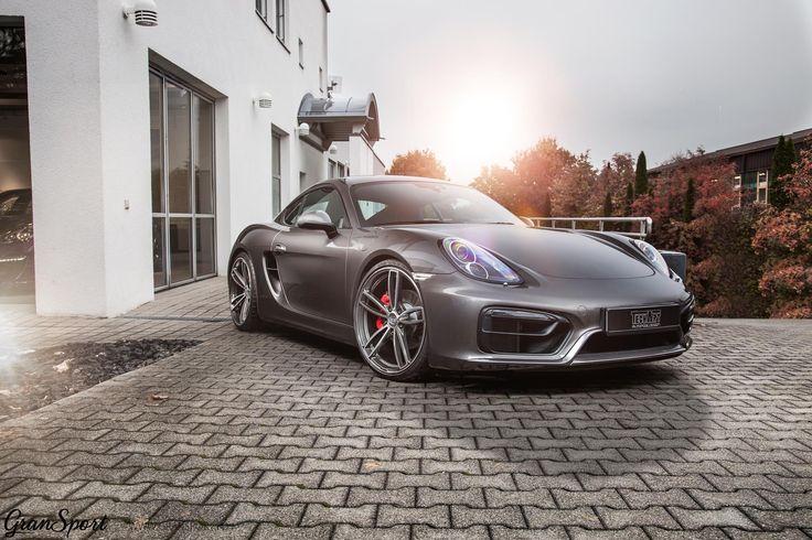 Choć na trwających właśnie Targach w Genewie TechArt zaprezentował zestaw modyfikacji do najnowszego Porsche 718 - my przypominamy dodatki dla generacji 981!   Jak widać - również starszy Cayman może wyglądać niesamowicie   Zestaw aerodynamiczny, obniżone zawieszenie, sportowy układ wydechowy czy nowe koła - wszystko to składa się na pakiet idealny   Co sądzicie?  Oficjalny Dealer TECHART w Polsce GranSport - Luxury Tuning & Concierge http://gransport.pl/index.php/techart.html
