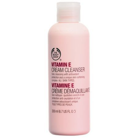 The Body Shop VITAMIN E CREAM CLEANSER 200ML This light cream cleanser gently lifts away dirt, make-up and impurities. • Gently but effectively cleanses • Softens and conditions • Leaves skin feeling smooth and supple