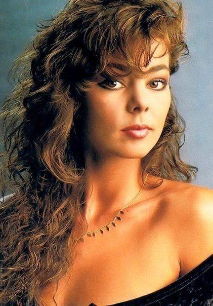 Sandra Ann Lauer, más conocida por su nombre artístico de Sandra, es una cantante pop alemana de gran éxito europeo en la década de 1980 y comienzos de la de 1990. Fue producida por su entonces futuro marido y compañero musical Michael Cretu.