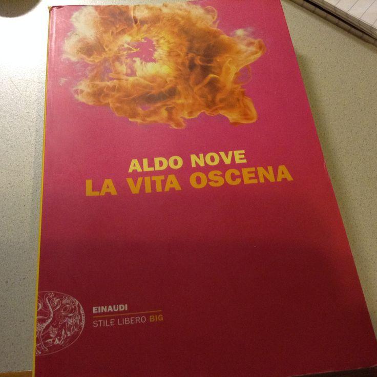 Aldo Nove - La vita oscena  https://cimettoilcappello.wordpress.com/2015/04/06/aldo-nove-la-vita-oscena/