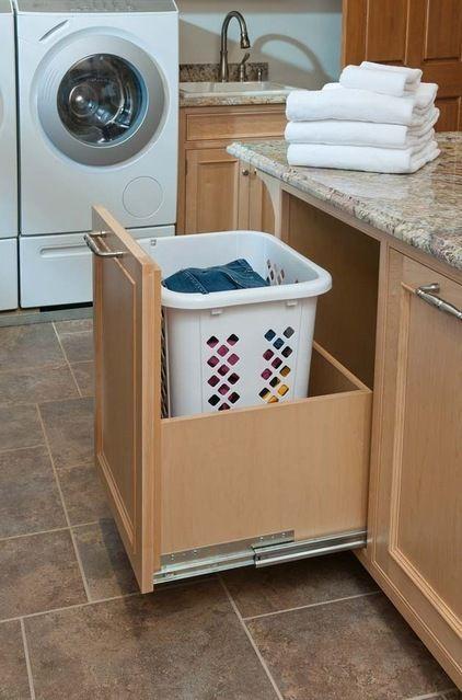 Waschsalon: Wäschekörbe in ausziehbaren Schubladen für: Weiß / Licht / Farbe / Dunkel / Leinen