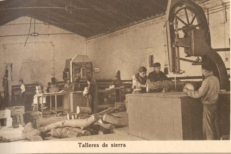 Almacén de sierra. / Woodworking  warehouse.