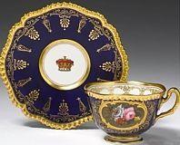 Šálek na kávu * modrý zlacený porcelán, malovaný královskou korunou a růžemi.