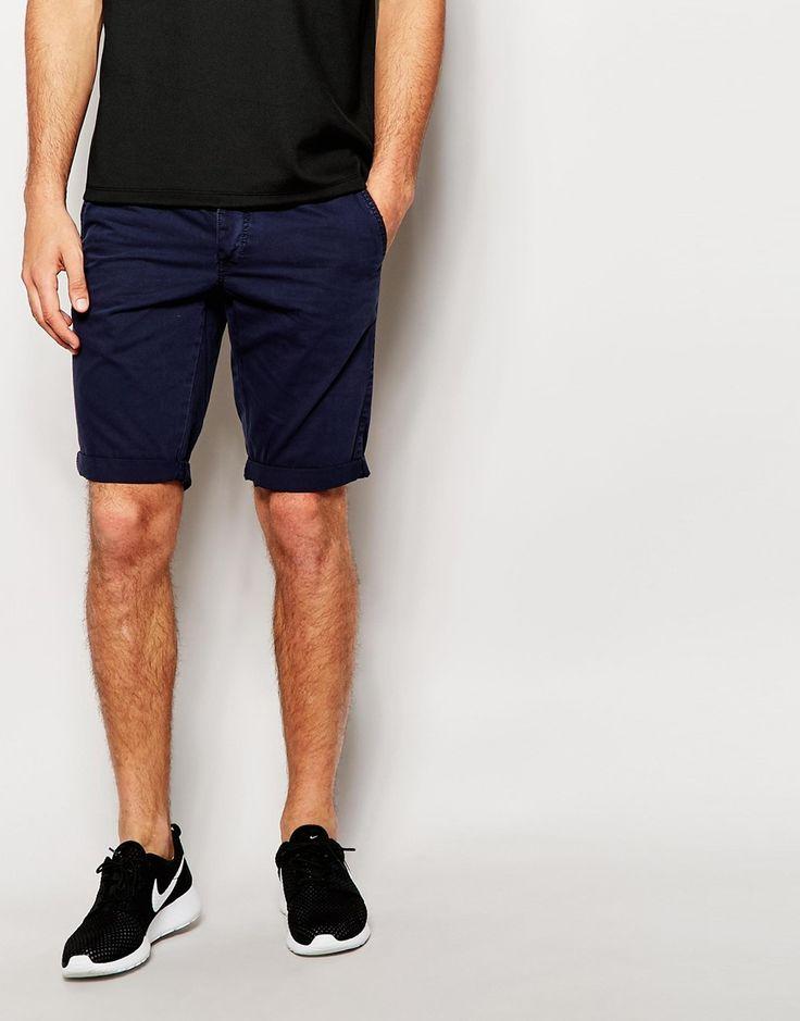 Shorts von Minimum Gewebte Baumwolle geknöpfter Schlitz umgeschlagene Bündchen schmale Passform, sitzt eng am Körper Maschinenwäsche 100% Baumwolle Model trägt Größe M und ist 188 cm/6 Fuß 2 Zoll groß
