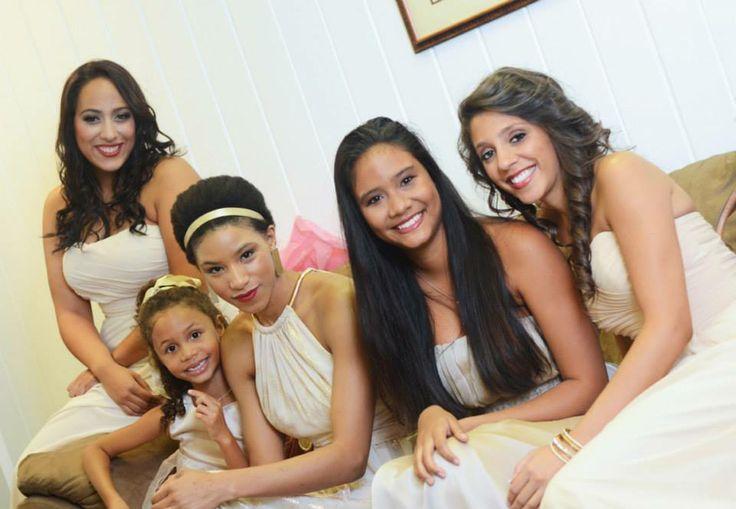 Bridesmaids in neutral color scheme