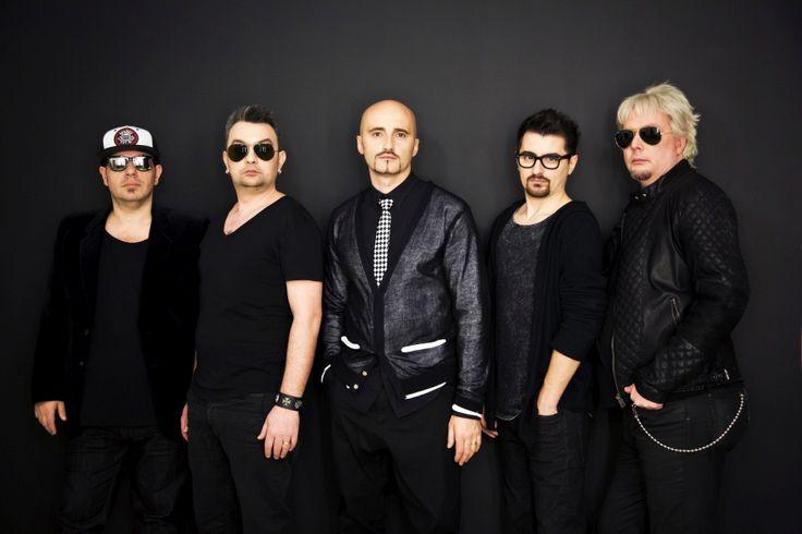 Die Band Voltaj vertreten Rumänien beim Eurovision Song Contest in Wien. Ihr Song De la capăt – All Over Again ist nicht nur ein Song, es ist ein Manifest. Hier das Interview mit den Jungs: http://www.eurovision-austria.com/de/interview-mit-voltaj-rumaenien/ ---------------------------------- #esc #vienna #BuildingBridges #eurovision #rumänien #voltaj ---------------------------------- Mehr Eurovision-News auf: http://www.eurovision-austria.com/