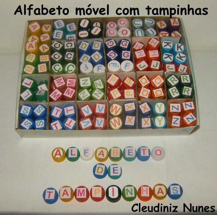 Alfabeto móvil realizado con tapas