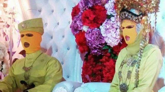 Foto Unik dan Aneh: Konsep Pernikahan Bertopeng Ini Jadi Viral